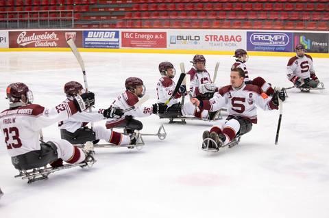 5dc9a2b957f1b Sledge hokejisté pražské Sparty obsadili v letošní sezóně České para  hokejové ligy čtvrté místo, když padli v sérii o bronz s Mustangy 0:2 na  zápasy.